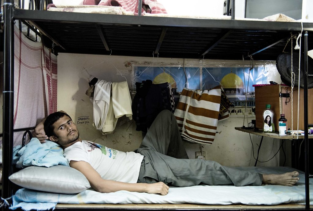 In a room of about 20 m2, with 12 beds, it has the limited privacy. Mohammed lying in his bed. But besides sleeping, there must also be room for all his possessions.